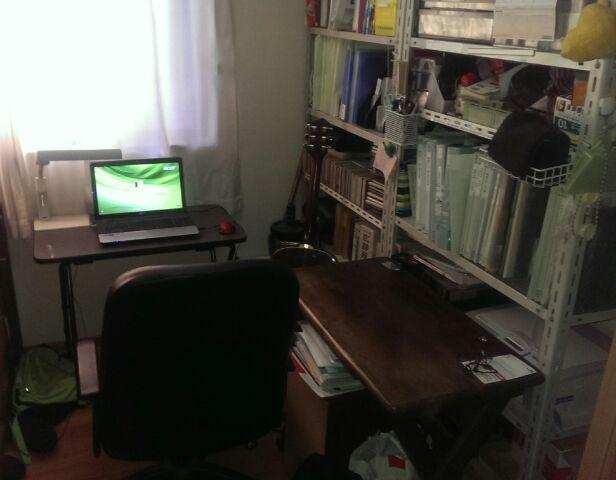 ウチの納戸兼勉強(仕事)部屋です